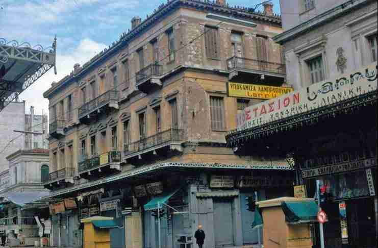 10 ιστορίες που κρύβει η πιο ωραία γειτονιά της Αθήνας. Το Μοναστηράκι