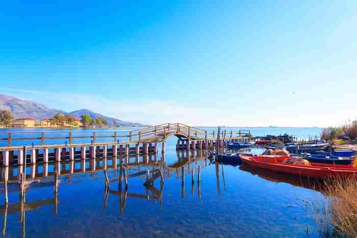 Η Βενετία της Ελλάδας! Αρχικά αποτελούταν από πολλά μικρά νησάκια, που οι ψαράδες τα ένωσαν με γεφυράκια.