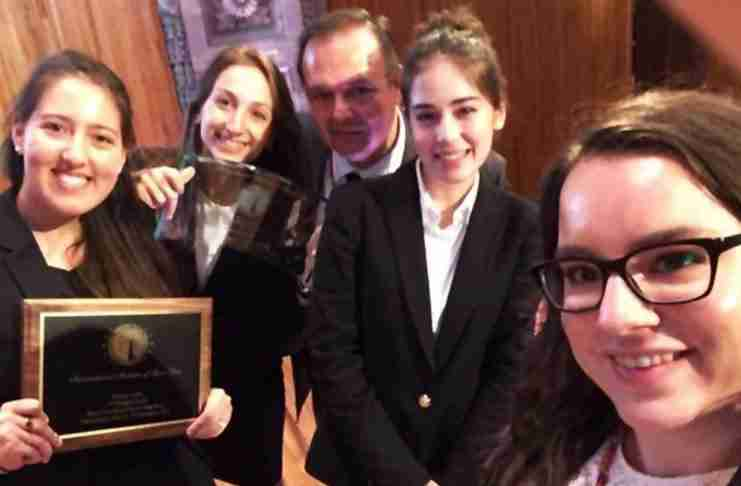 Παγκόσμια πρωταθλήτρια η Νομική Αθηνών στο διεθνή διαγωνισμό εικονικής δίκης «MANFRED LACHS»