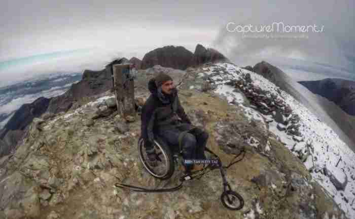 Τα κατάφερε.. Κύπριος παραπληγικός ανέβηκε στην κορυφή του Ολύμπου με τη δύναμη της ψυχής του