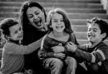 Τα παιδιά χρειάζονται μια ώρα παραπάνω με τη μαμά και όχι μια επιπλέον ξένη γλώσσα