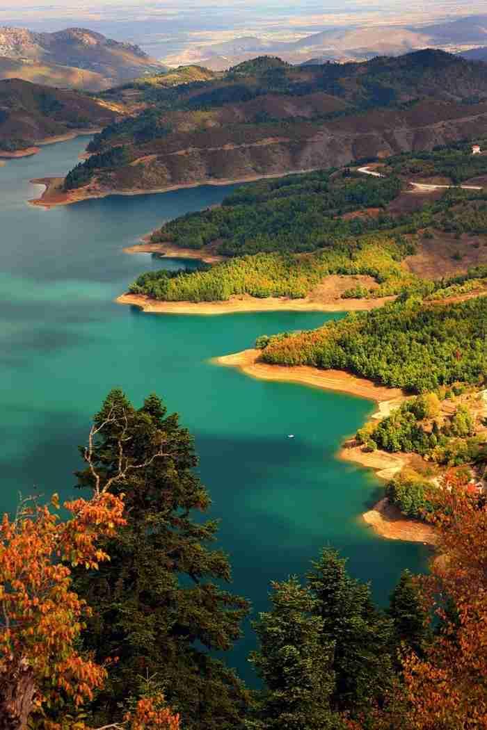 Τοπίο που θυμίζει τα φιορδ της Νορβηγίας. Αλλά.. βρίσκεται στην Ελλάδα!