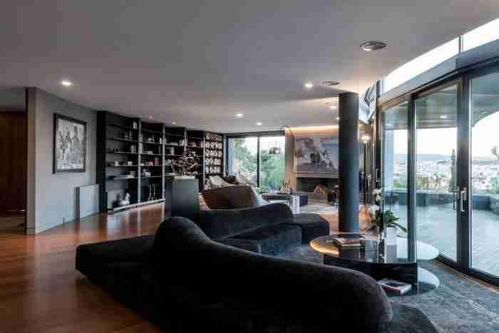 Ένα ξεχωριστό ονειρικό σπίτι με θέα το ΟΟΚΑ και την Αθήνα!
