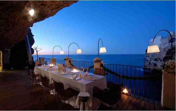 Το πιο ρομαντικό εστιατόριο του κόσμου βρίσκεται μέσα σε σπηλιά! Θέα που κόβει την ανάσα!