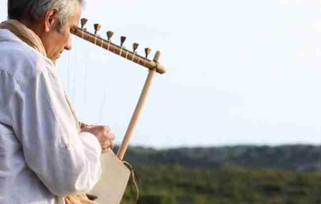 Ακούστε αρχαία ελληνική λύρα και προσπαθήστε να μη δακρύσετε
