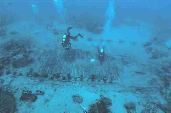H ελληνική πόλη κάτω από τη θάλασσα της Ελαφόνησου. Την εντόπισε ο Φωκίων Νέγρης το 1904, αλλά την αποκάλυψε το 1967 ο βρετανός καθηγητής Φλέμινγκ...