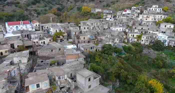 Το εγκαταλελειμμένο χωριό της Κρήτης που ο χρόνος σταμάτησε στο '70. Εντυπωσιακές εικόνες από drone