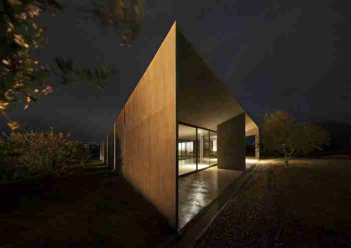 """Η εντυπωσιακή κατοικία στα Μέγαρα που βραβεύτηκε ως η """"καλύτερη κατοικία στην Ευρώπη""""!"""