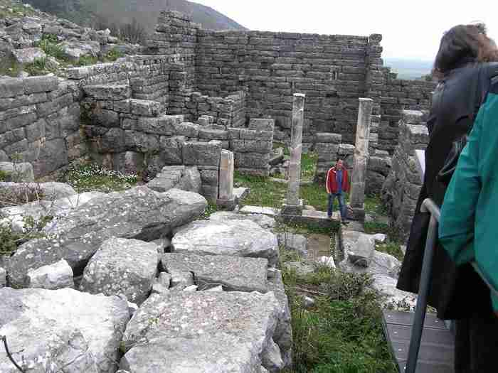 Όρραον: Η άγνωστη πέτρινη πόλη της Ηπείρου όπου διασώζονται τα καλύτερα διατηρημένα σπίτια της ελληνικής αρχαιότητας