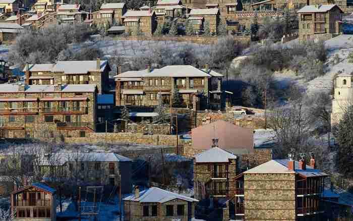 Το πανέμορφο χωριό στις πλαγιές του Καϊμακτσαλάν. Πέτρινος οικισμός σε υψόμετρο 1.200 μέτρων!