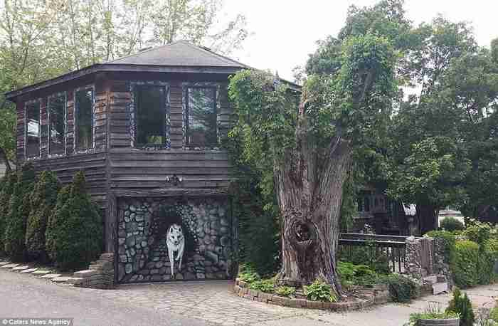 Για 35 χρόνια έφτιαχνε το σπίτι των ονείρων της. Το εσωτερικό του δεν μοιάζει με τίποτα από ότι έχετε δει μέχρι σήμερα