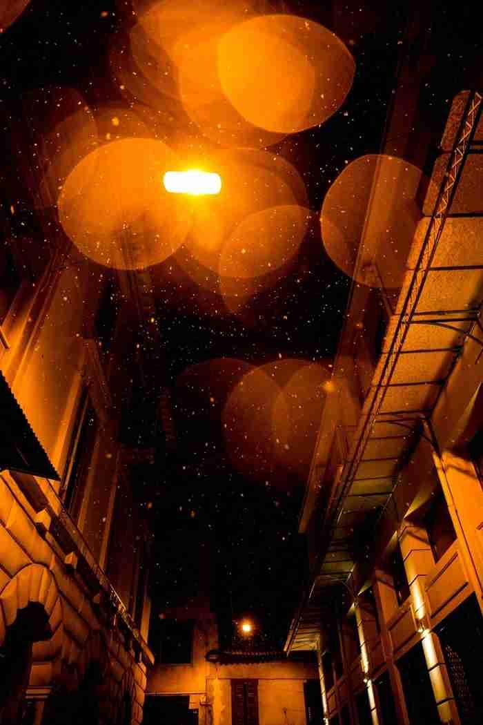 Η χιονισμένη νυχτερινή Αθήνα σε 24 μαγικές φωτογραφίες