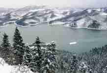 Η απαράμιλλη χειμωνιάτικη ομορφιά της χιονισμένης Λίμνης Πλαστήρα σε ένα υπέροχο βίντεο!