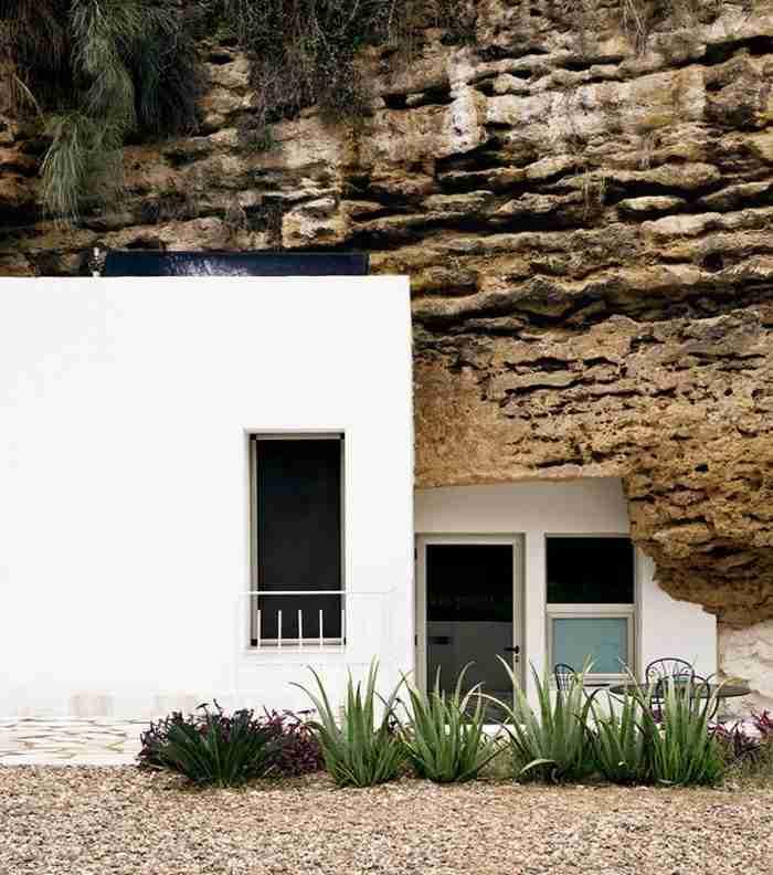 Μεταμόρφωσαν μια σπηλιά σε ένα υπέροχο σπίτι! Εσωτερικά συνδυάζει την μαγεία της φύσης με την απόλυτη πολυτέλεια
