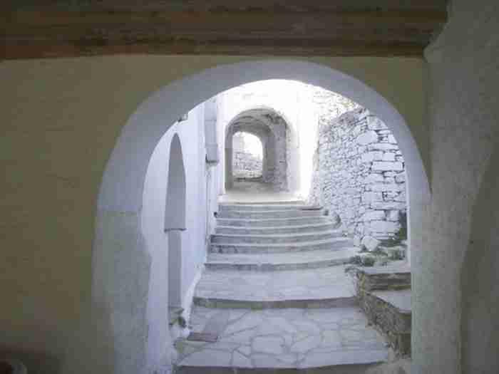 Το Ελληνικό χωριό που που μοιάζει με λαβύρινθο και δεν έχει πλατεία!