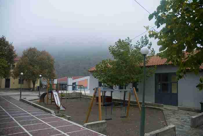 Στο πιο πλούσιο Ελληνικό χωριό οι δεν υπάρχει κρίση ούτε ανεργία. Οι 500 κάτοικοί του ζουν σαν.. Κροίσοι