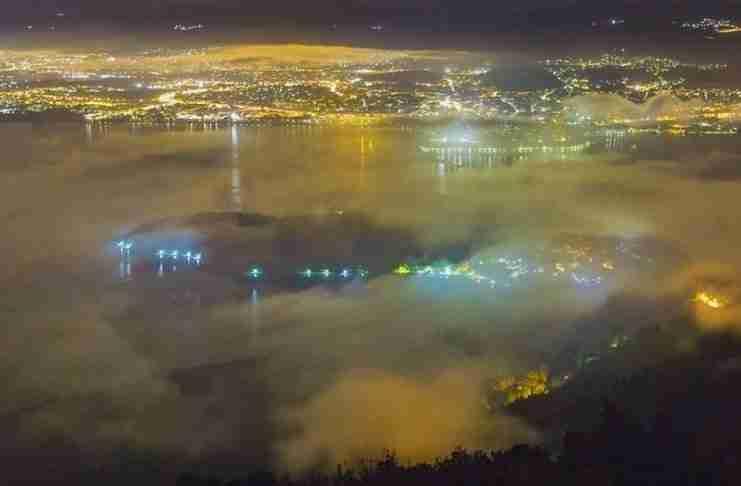 Η λίμνη των Ιωαννίνων πάνω από τα σύννεφα σε ένα βίντεο που παρουσιάζει με μοναδικό τρόπο την ομορφιά της