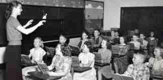 Ο κορυφαίος ψυχολόγος που υποστήριξε ότι δεν υπάρχουν «παιδιά που δεν παίρνουν τα γράμματα» αλλά χαζά εκπαιδευτικά συστήματα