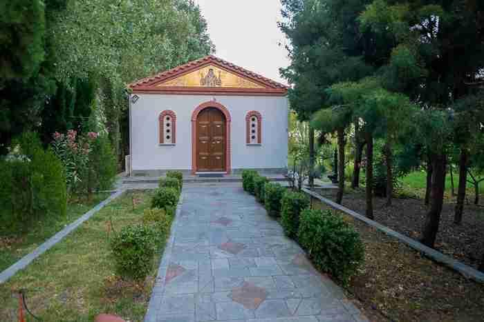 Το ωραιότερο μοναστήρι της Ελλάδας βρίσκεται πάνω σε δύο μικρά νησάκια που ενώνονται με μια ξύλινη γέφυρα!