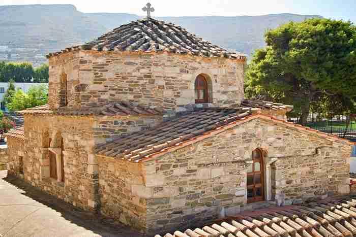 Παναγία Εκατονταπυλιανή: Ο ιστορικός ναός της Πάρου με τις 100 πόρτες. 99 φανερές και μία κρυφή