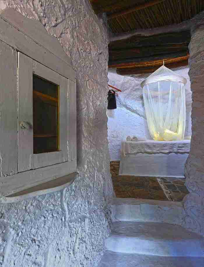 Η ομορφιά βρίσκεται στην απλότητα. Όχι στην υπερβολή. Μετέτρεψαν τις στάνες σε δωμάτια χωρίς ρεύμα και οι τουρίστες κάνουν ουρά!