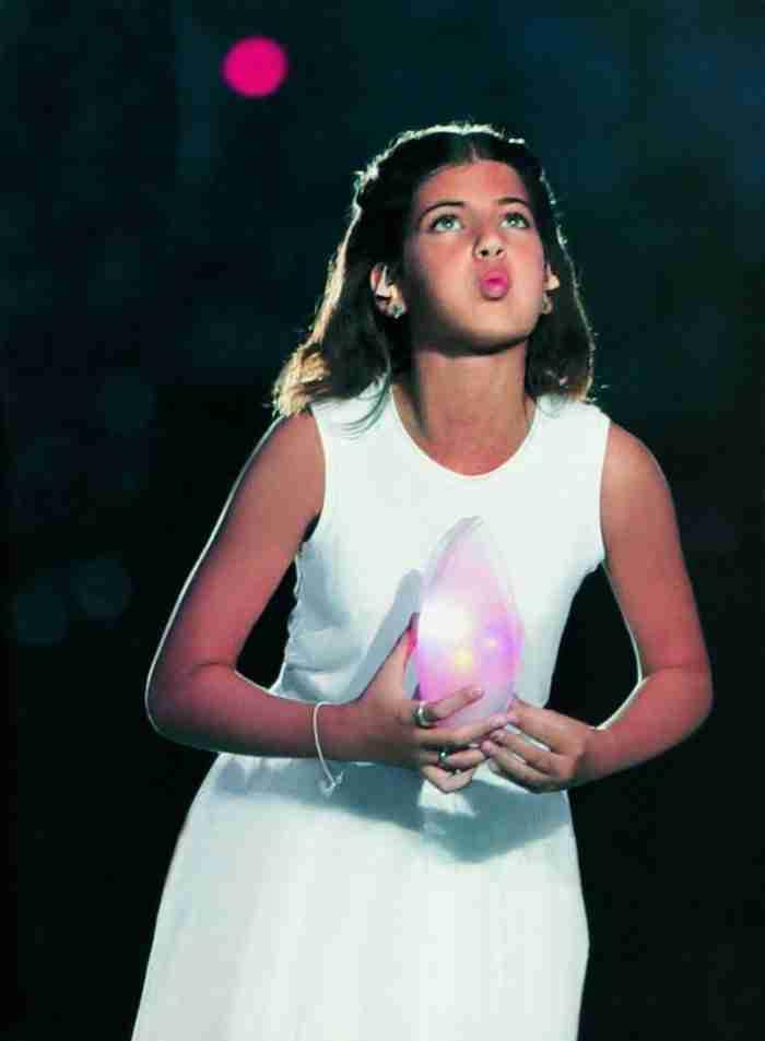 Το κορίτσι της φλόγας των Ολυμπιακών του 2004 με υποτροφία σε Πανεπιστήμιο της Αμερικής