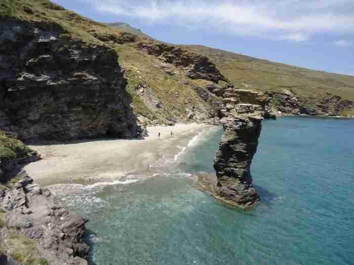 Η Μικρά Αγγλία των Κυκλάδων: Το καταπράσινο νησί με την μοναδική ομορφιά που ύμνησε ο Εμπειρίκος