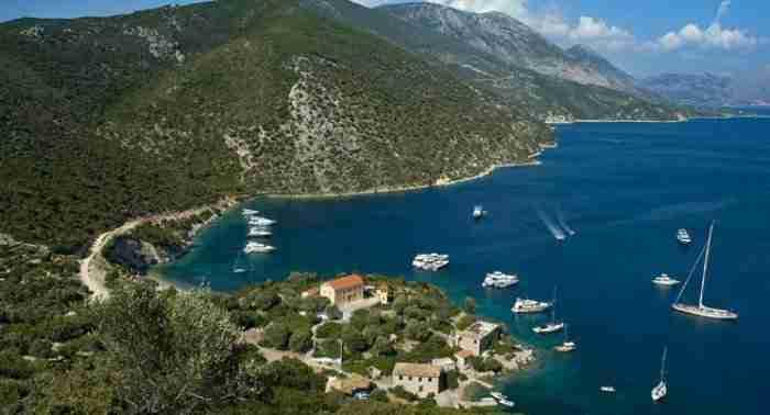 Το πιο πράσινο νησί της Ελλάδας μοιάζει με πραγματικό έργο τέχνης!