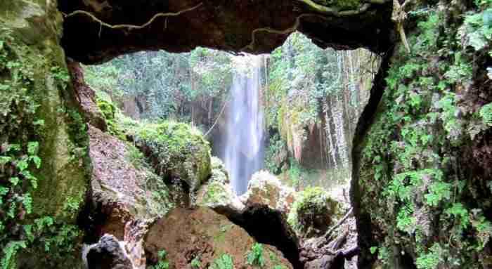 Το άγνωστο χωριό με τους οκτώ καταρράκτες ανυπέρβλητης ομορφιάς! Εικόνες που θυμίζουν τροπικά δάση στην καρδιά της Ελλάδας