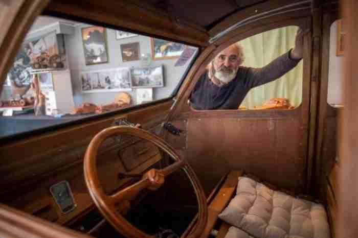 Συνταξιούχος επιπλοποιός έφτιαξε ένα μυθικό ξύλινο Ντεσεβώ, πιστό αντίγραφο του θρυλικού Citroen 2CV, που λειτουργεί κανονικά!