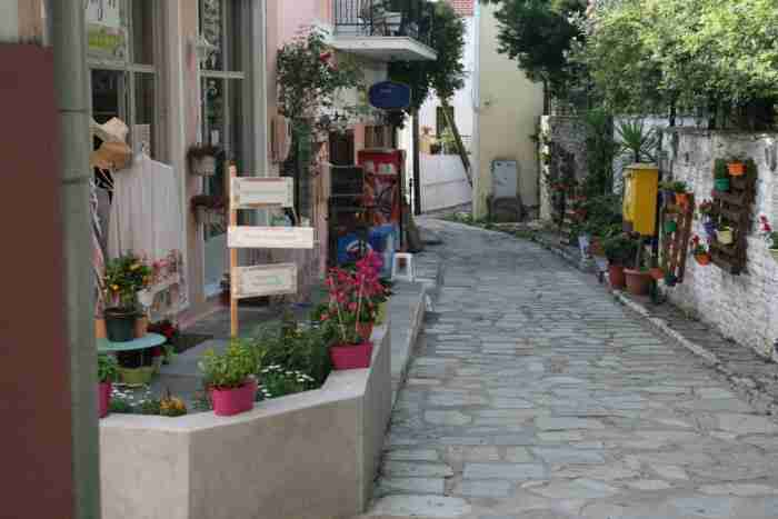 Το πιο παλιό καφενείο της Ελλάδας άνοιξε το 1785 και δεν έκλεισε ποτέ. Εκεί απολάμβαναν τον καφέ τους ο Βάρναλης και ο Παπαδιαμάντης