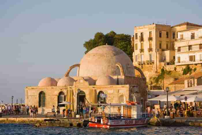 """Η """"Βενετία της Ανατολής"""": Η ελληνική πόλη που θεωρείται μία από τις ομορφότερες της Μεσογείου. Όχι άδικα"""