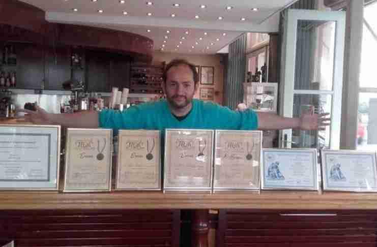 Γιώργος Κατσούλας: Ο αυτοδίδακτος συγγραφέας με σύνδρομο Άσπεργκερ που σαρώνει τα βραβεία λογοτεχνίας