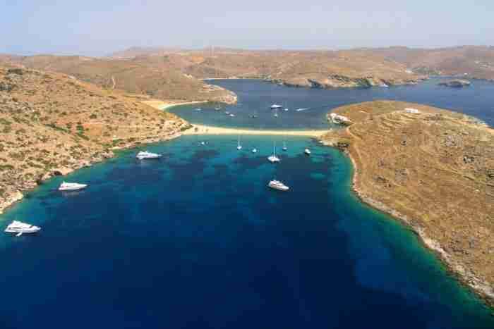 Η πιο εντυπωσιακή παραλία της Ελλάδας βρίσκεται σε ένα μικρό νησάκι 2,5 ώρες από την Αθήνα!