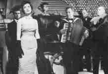 """""""Μην τον ρωτάς τον ουρανό"""": Η ιστορία του υπέροχου τραγουδιού του Μάνου Χατζιδάκι που ερμήνευσε η Καρέζη"""