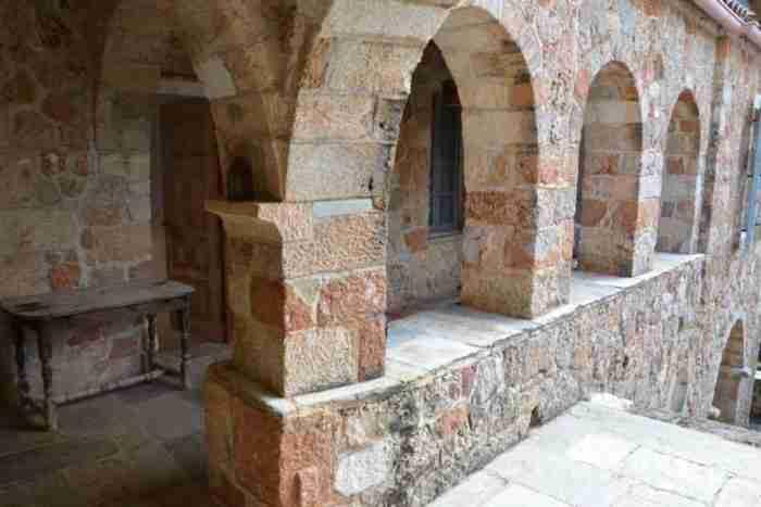 Το εκπληκτικό σπίτι του Πάτρικ Λη Φέρμορ στην Καρδαμύλη και η ιστορία του