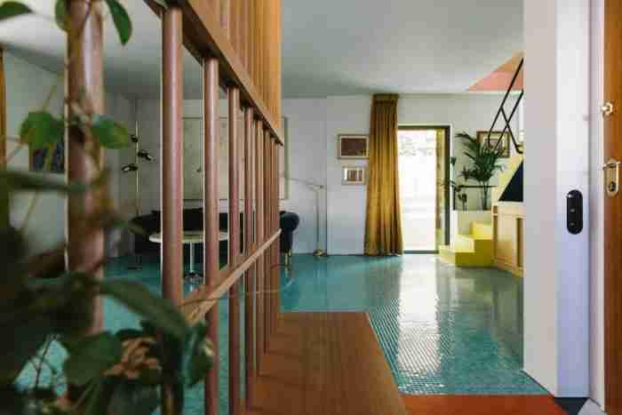 Το πιο πολύχρωμο σπίτι της Αθήνας βρίσκεται στην περιοχή του Παπάγου και θυμίζει.. έργο τέχνης!