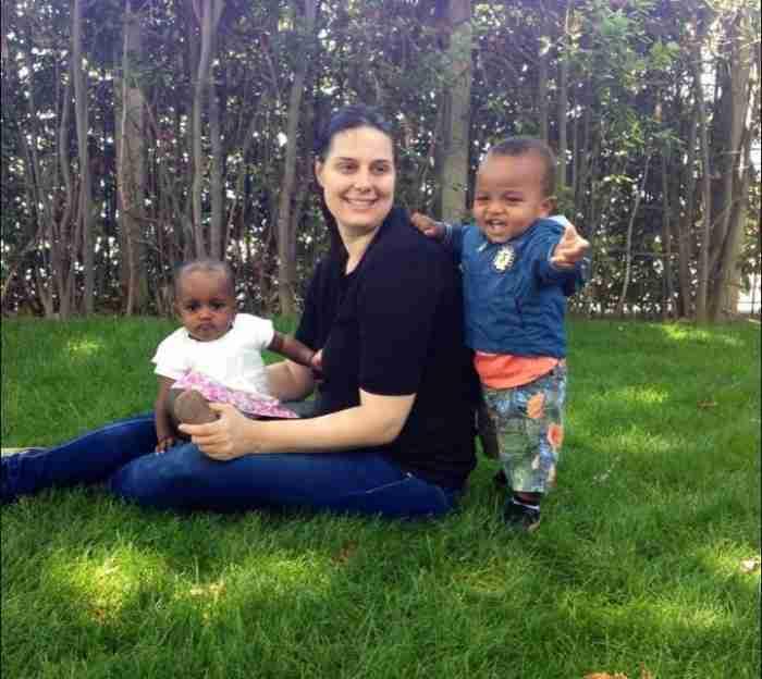 Ο δρόμος της αγάπης: Ζευγάρι από την Αγρελιά Τρικάλων υιοθέτησε δύο παιδιά από την Αιθιοπία