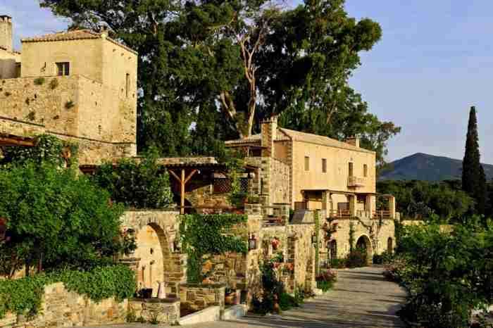 Πως ένα μισογκρεμισμένο αρχοντικό του 17ου αιώνα στη Μονεμβασιά έγινε ένα από τα καλύτερα ξενοδοχεία του κόσμου! Δείτε το Πριν και Μετά