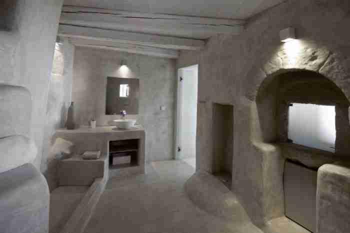 Η απίθανη μεταμόρφωση ενός μισογκρεμισμένου κτιρίου στη Νίσυρο σε υπέροχο ξενώνα