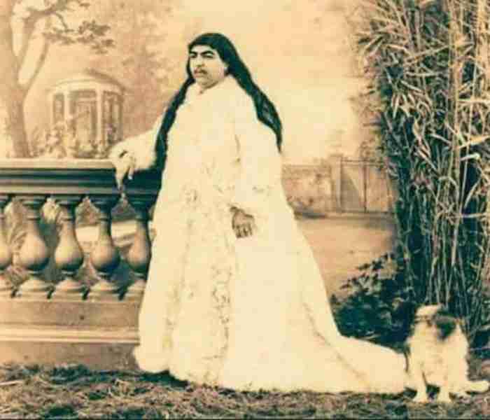 Η Ιρανή πριγκίπισσα του 19ου αιώνα την οποία διεκδικούσαν 150 άντρες. Οι 13 αυτοκτόνησαν γιατί τους απέρριψε…