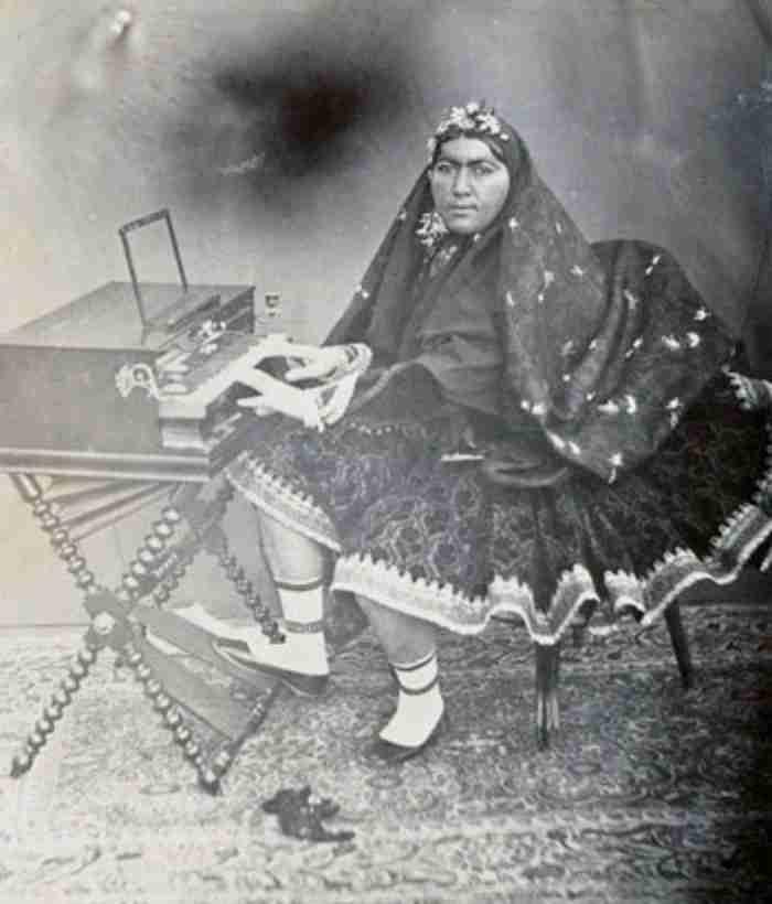 Η Ιρανή πριγκίπισσα του 19ου αιώνα που διεκδικούσαν 150 άντρες. Οι 13 αυτοκτόνησαν γιατί τους απέρριψε…