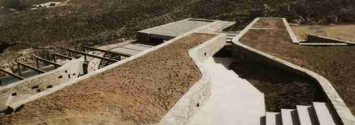 Το πολυβραβευμένο σπίτι με τις ξερολιθιές στη Σέριφο που δεν μοιάζει με κανένα από όσα έχουμε δει μέχρι σήμερα