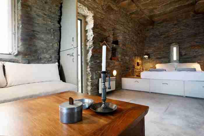 Το ωραιότερο πέτρινο σπίτι που έχετε δει βρίσκεται στην Κέα. Η θέα είναι απλά.. ανεπανάληπτη!