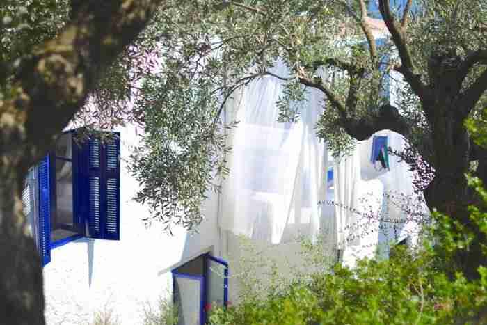 Το ελληνικό νησί της Γιόγκα! Ένας χώρος άσκησης και χαλάρωσης χωρίς ηλεκτρικό ρεύμα, υπολογιστές και Ίντερνετ