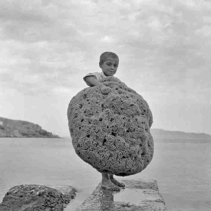 Πως ήταν το καλοκαίρι στη Μύκονο, την Πάρο και τη Σαντορίνη το 50 και το 60; Σπάνιες φωτογραφίες μιας άλλης εποχής
