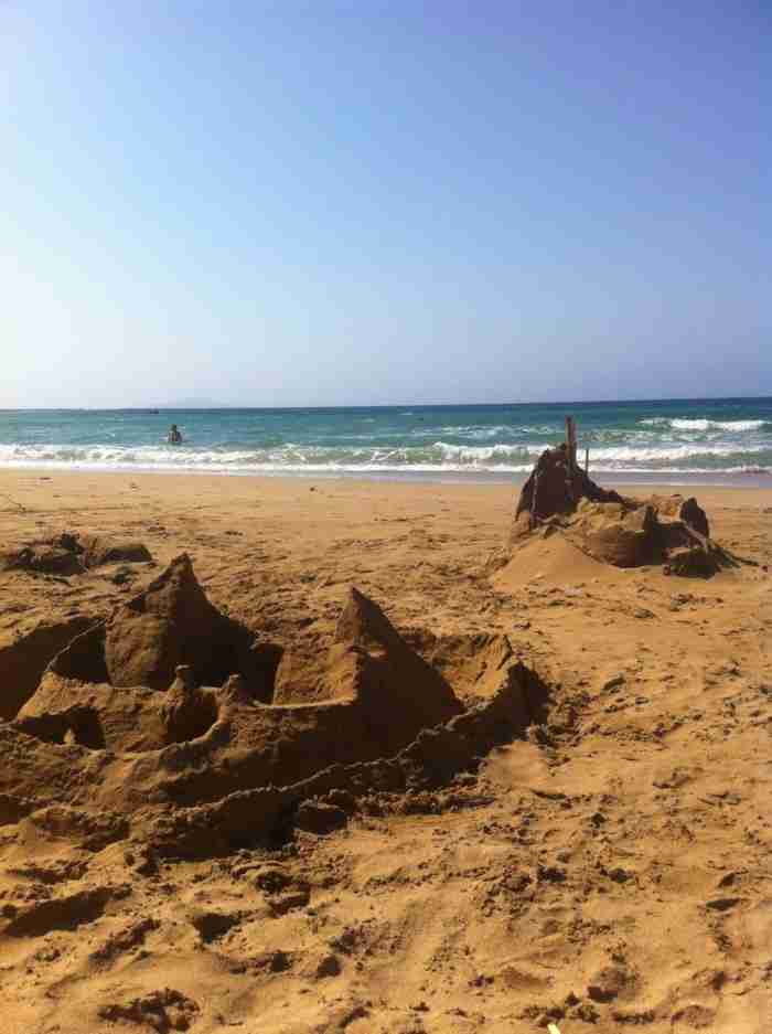 """Το ελληνικό νησάκι με τις """"Αφρικανικές"""" παραλίες που θεωρείται ένα από τα 10 ομορφότερα κρυμμένα νησιά στον κόσμο!"""
