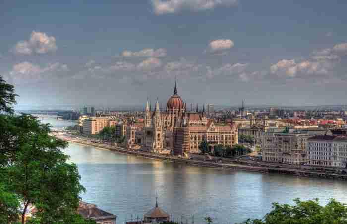 Πώς θα ήταν η Αθήνα αν είχε χτιστεί στις όχθες των ποταμών της;