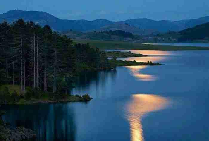 10 «εξωτικές» παραλίες και λίμνες που δεν θα πιστεύετε ότι υπάρχουν στη χώρα μας