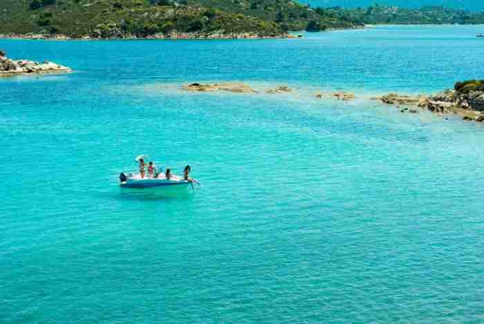 Το παραθαλάσσιο χωριό με τις ωραιότερες παραλίες της Ελλάδας..